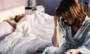 Девушка переживает из-за измены мужа